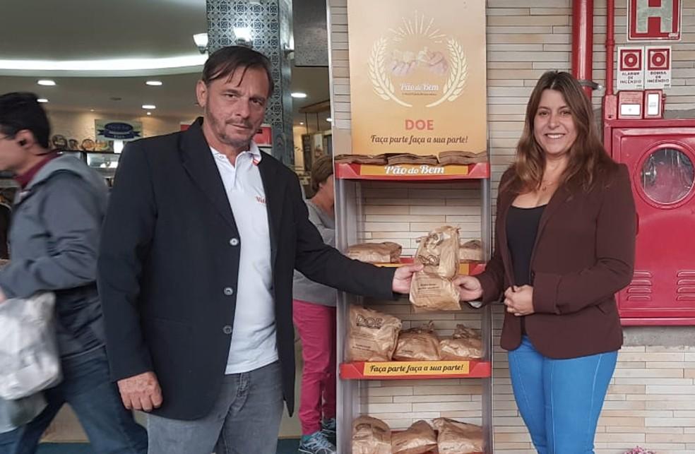 Casal de empresários criou projeto Pão do Bem que incentiva doação do alimento a quem não pode pagar — Foto: Arquivo pessoal
