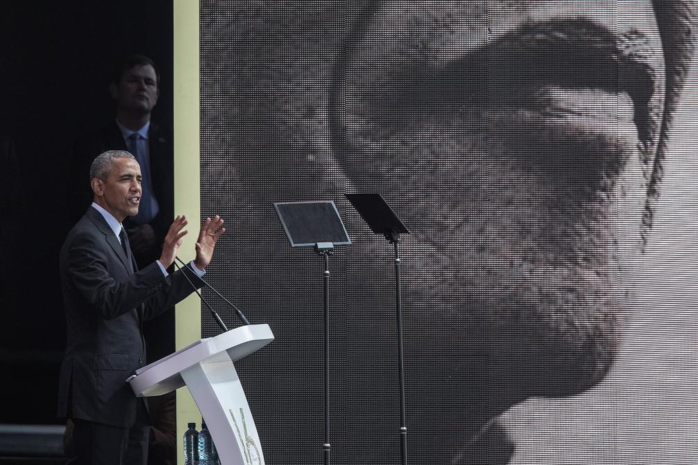 Barack Obama discursa em evento de homenagem a Nelson Mandela na África do Sul (Foto: Gianluigi Guercia/AFP)
