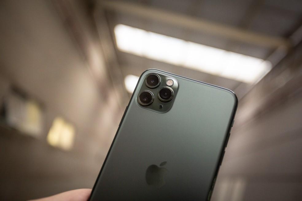 iPhone 11 Pro Max foi lançado em 2019. — Foto: Fabio Tito/G1