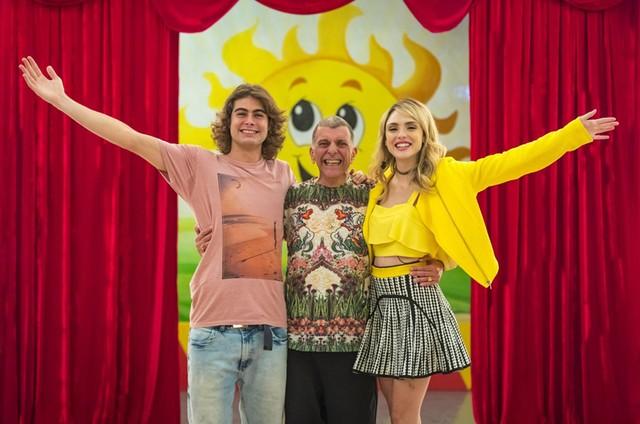 Rafael Vitti, Jorge Fernando e Isabelle Drummond em 'Verão 90' (Foto: Paulo Belote/TV Globo)