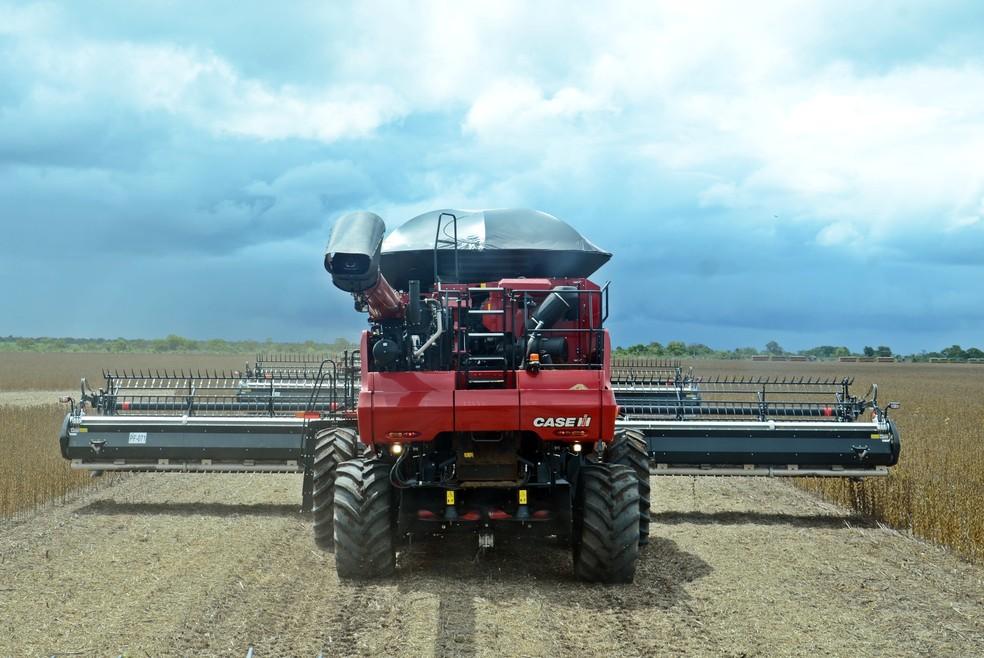 A colheita de soja acontece entre os meses de fevereiro e março  — Foto: André Schaun