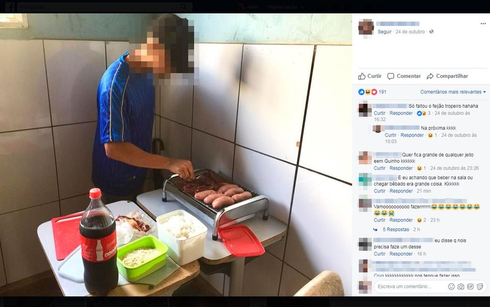 Alunos fizeram churrasco dentro de escola em Una, na Bahia (Foto: Reprodução/Facebook)