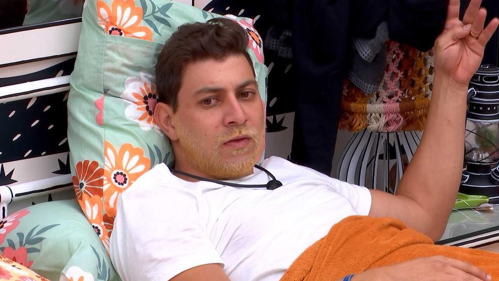 BBB21: Em conversa com Gilberto, Caio diz: 'A gente não está exigindo o cancelamento do Lucas no grupo' — Foto: Globo