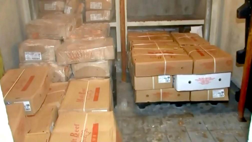 As sete toneladas de carne estragada foram achadas na cozinha-piloto de Marília e iriam para a merenda escolar — Foto: TV TEM/Reprodução/Arquivo