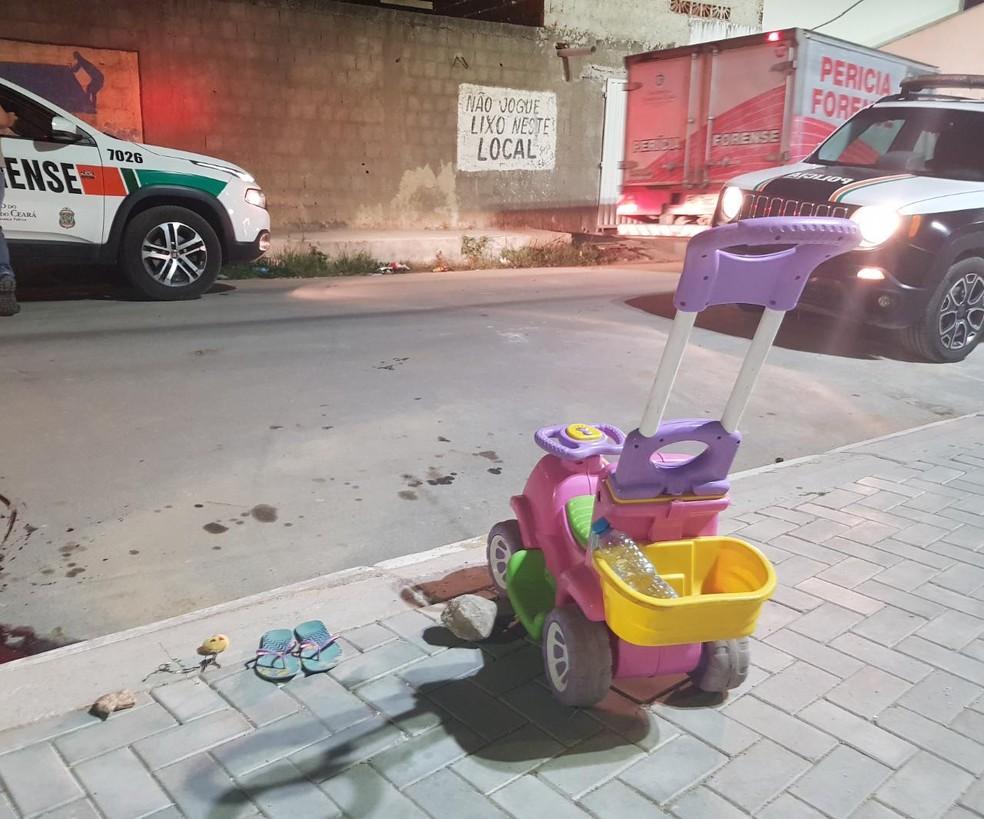 Adolescente foi morta a tiros quando passeava com a filha em uma praça na Grande Fortaleza. — Foto: Rafaela Duarte/ Sistema Verdes Mares
