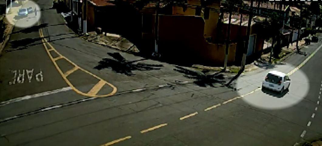 Vídeo flagra roubo de carro na região do Taquaral, em Campinas; ladrões estavam armados