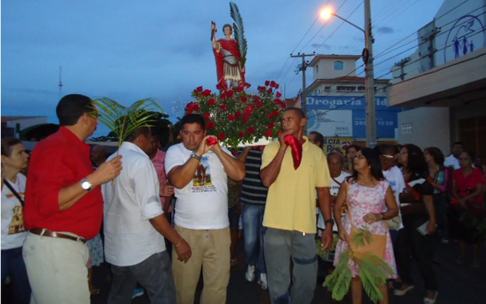 Imagem de Santo Expedito é carregada por devotos (Foto: Celso Rodrigues/Arquivo pessoal)