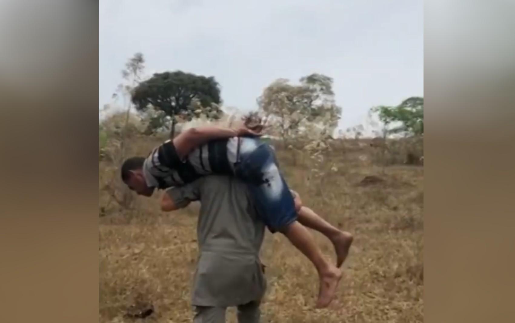 PM carrega nas costas suspeito de matar ex-mulher por não aceitar o fim da relação, em Anápolis; vídeo