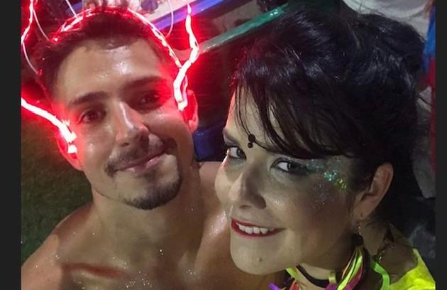 Samara Felippo postou uma foto num bloco com Igor Cosso em 2018 (Foto: Reprodução)