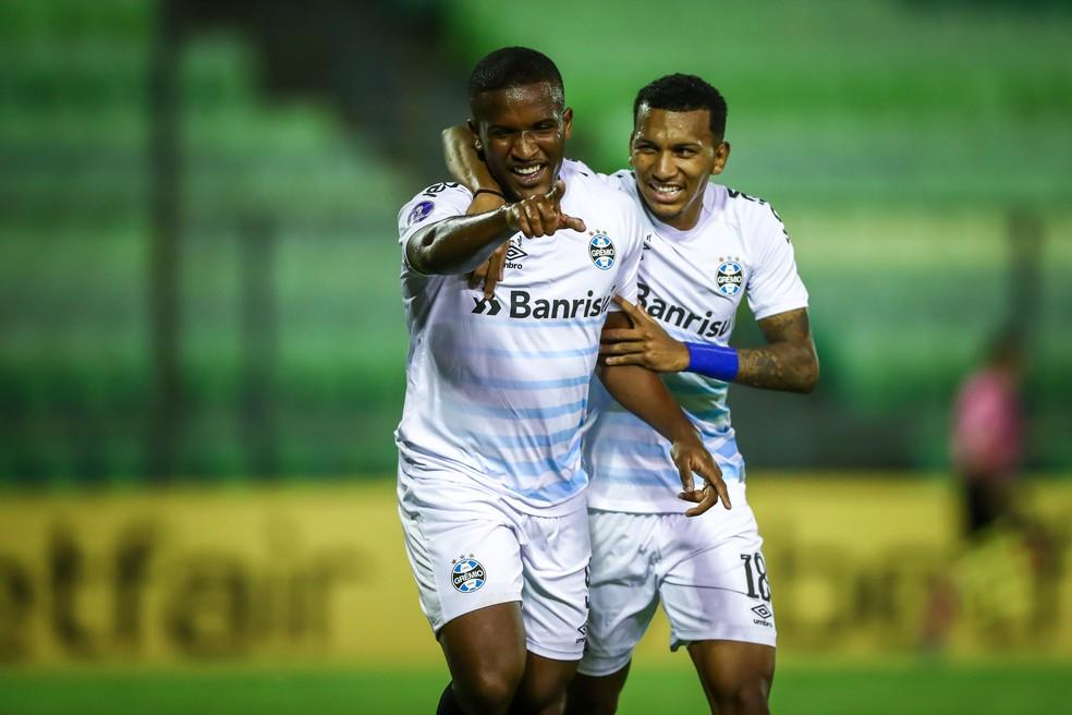 Elias e Léo Chú foram bem em vitória do Grêmio — Foto: Lucas Uebel/Grêmio