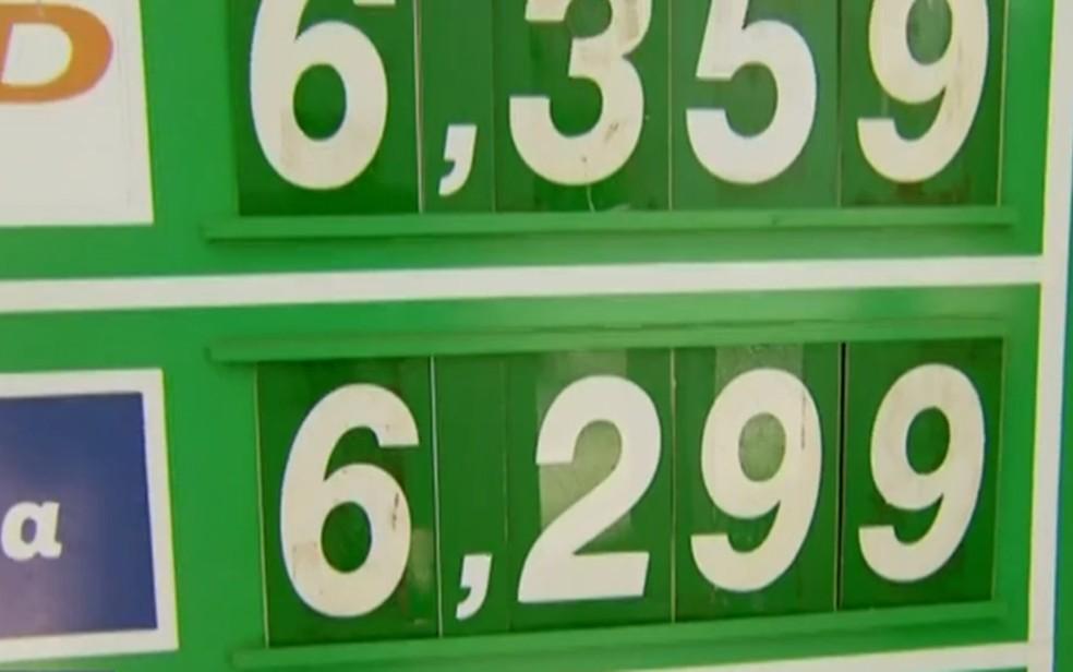 Gasolina ultrapassa R$ 6 em postos de combustíveis do Sul de Minas — Foto: Reprodução/EPTV