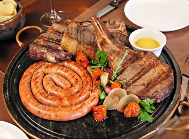 Prime rib, t-bone, bife ancho e linguiça de costela angus da Casa 7 (Foto: Divulgação)