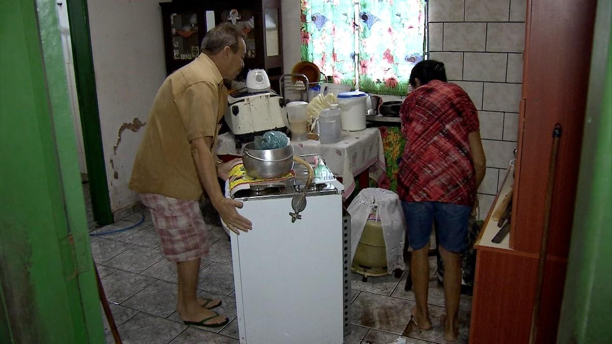 Família tem casa alagada durante chuva em Campo Grande