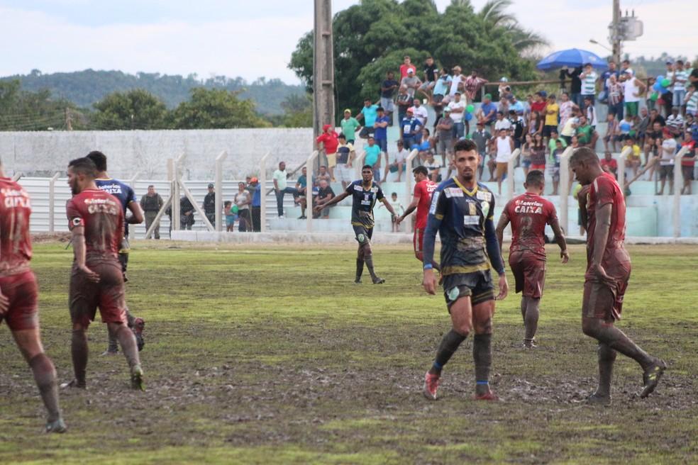 Altos x 4 de Julho  (Foto: Josiel Martins/GloboEsporte.com)