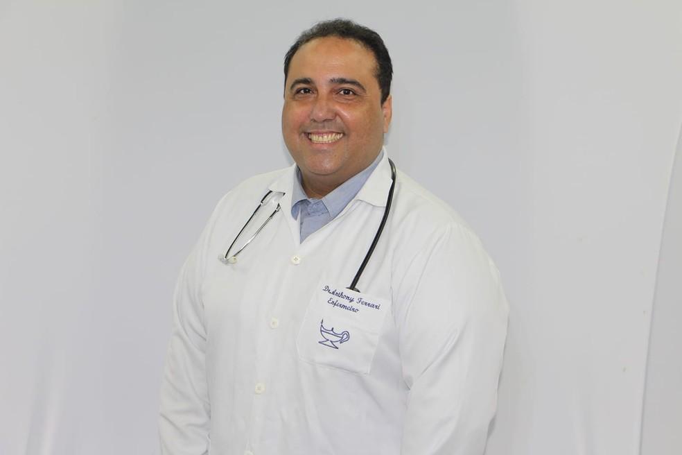 Enfermeiro e ex-diretor do Hospital da Criança em Cabo Frio, RJ, Anthony Ferrari morre vítima da Covid-19 — Foto: Reprodução/Redes sociais