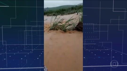 Chuva provoca destruição, fecha acessos e deixa Amaraji sem água e serviço médico