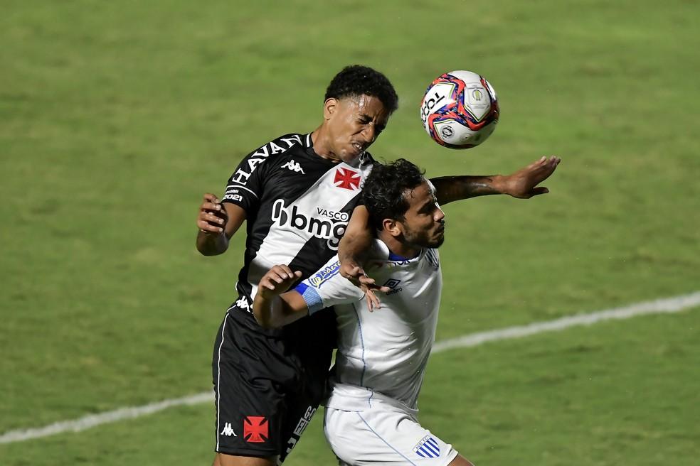 Miranda teve sua única oportunidade como titular contra o Avaí. Ernando começou os outros 14 jogos — Foto: Thiago Ribeiro/AGIF