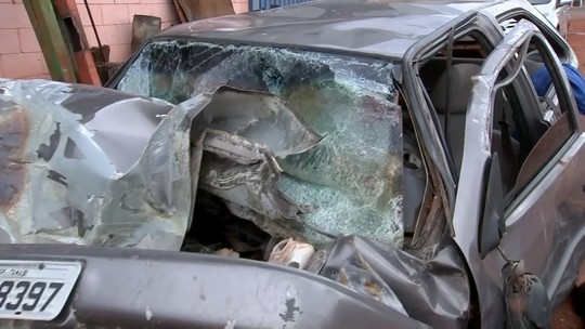 Soldador morre após carro bater em carreta canavieira em Monte Aprazível