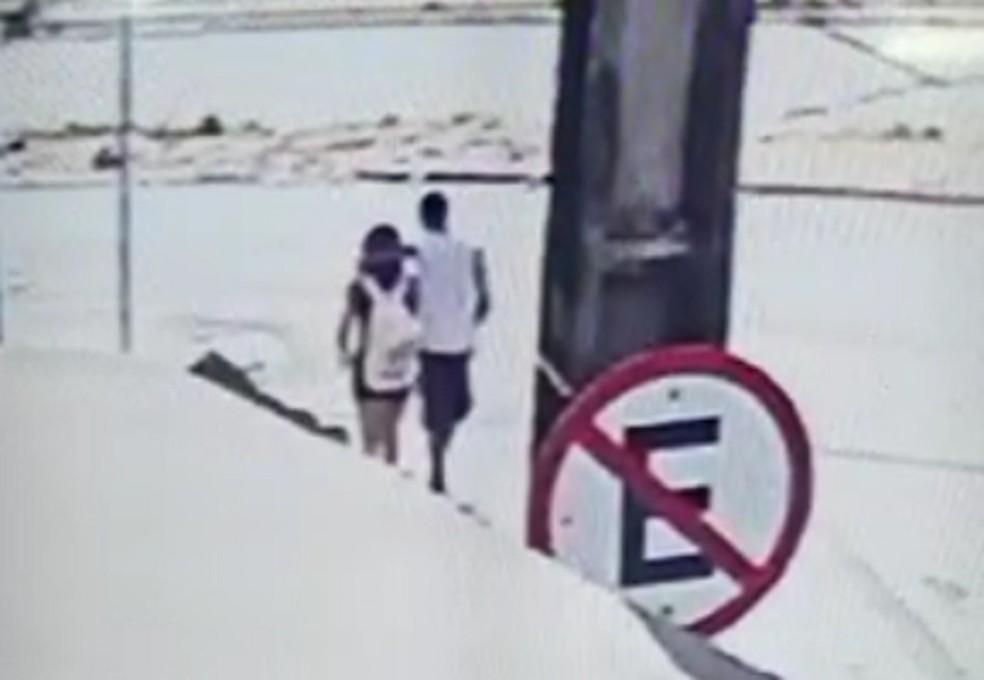 Imagens de câmera de segurança mostram homem que ameaçou e estupro garota em Fortaleza — Foto: Reprodução