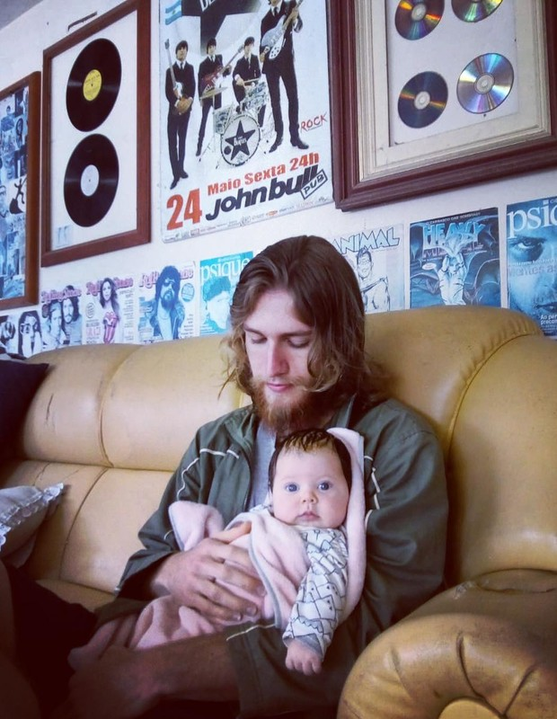 Bruno e Elis, o filho e a neta de Caco Ciocler (Foto: Reprodução Instagram)
