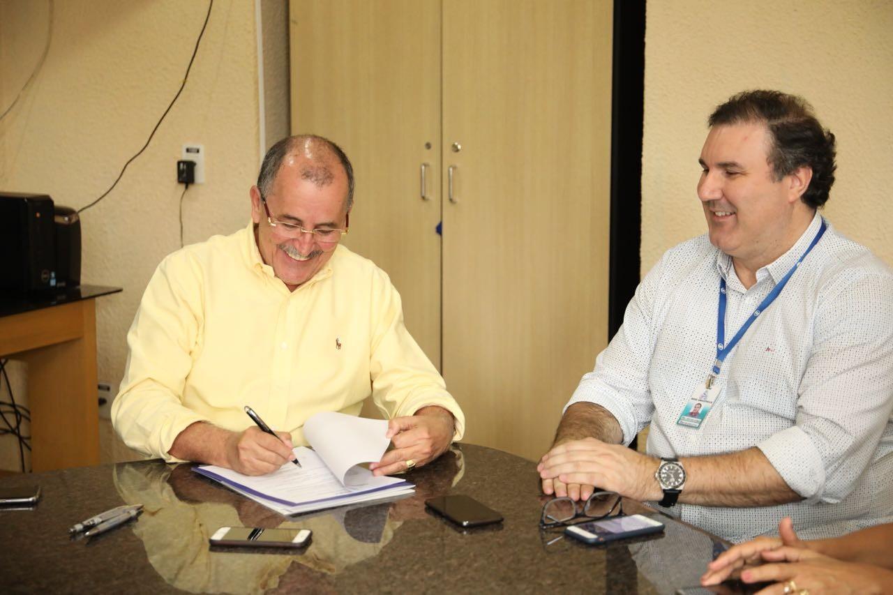 Fecomércio e Rede Amazônica firmam termo de cooperação para desligamento do sinal analógico em Roraima