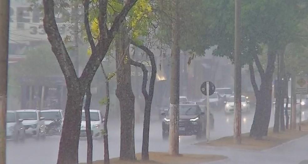 Chuva em Cuiabá — Foto: Reprodução/TVCA