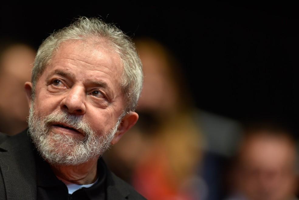 Luiz Inácio Lula da Silva é acusado de receber terreno e apartamento como propina da Odebrecht; ele nega as acusações (Foto: Douglas Magno/AFP)