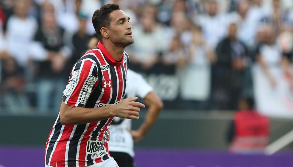 Gilberto tem apenas um gol no Brasileirão, contra o Corinthians (Foto: Rubens Chiri/saopaulofc.net)
