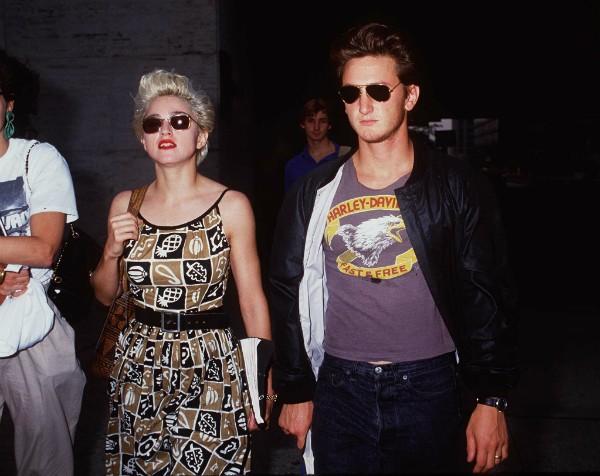 Madonna e Sean Penn juntos em 1986, quando ainda eram casados (Foto: Getty Images)