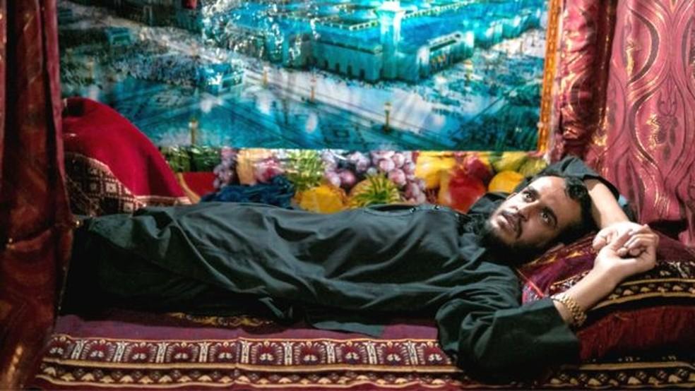 Um poster de Medina em uma cela na prisão Pul-e-Charkhi — Foto: BBC