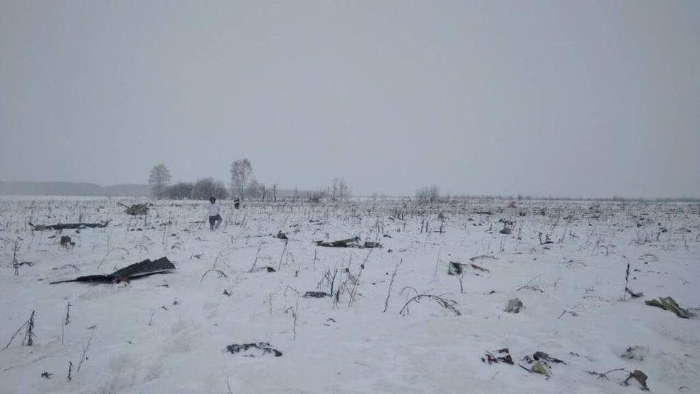 O local onde caiu o avião da Saratov, perto de Moscou, na Rússia  (Foto: Reuters)