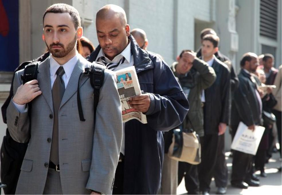 Em número recorde, pedidos de seguro-desemprego nos EUA passam de ...
