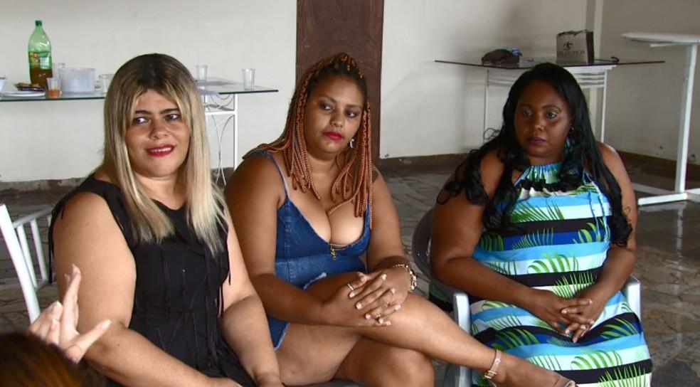 Rose (esquerda) criou o grupo para apoiar mulheres durante aceitação — Foto: Paulo Chiari/EPTV