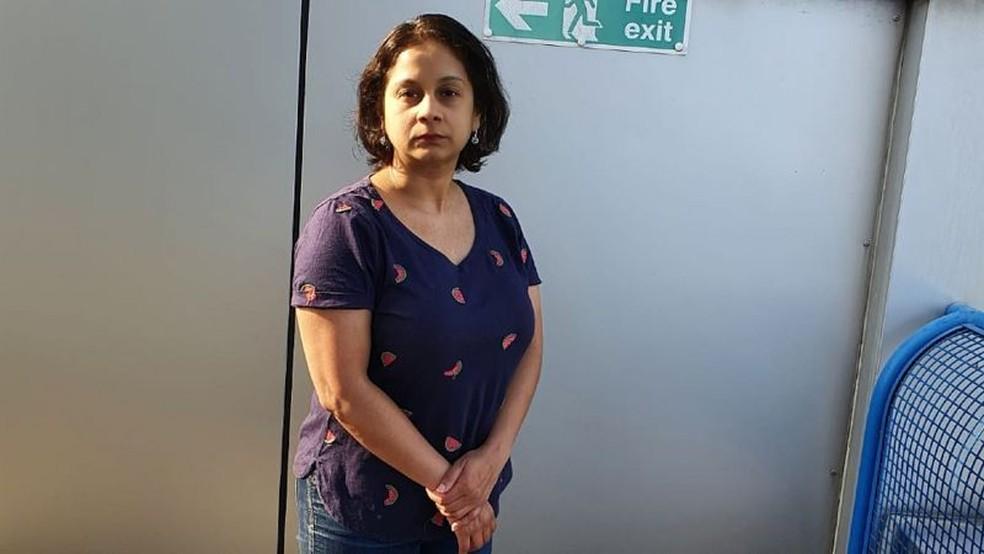 """Ritu Saha mora fora de Londres. """"Foi um choque para todo o prédio. Nos disseram que nossas paredes externas eram tão inflamáveis quanto gasolina."""" — Foto: Arquivo pessoal/BBC"""