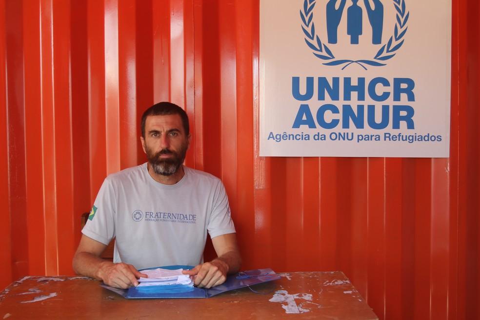 Irmão Imer, da Fraternidade em Pacaraima, diz que abrigo já não está mais recebendo imigrantes (Foto: Emily Costa/G1 RR)