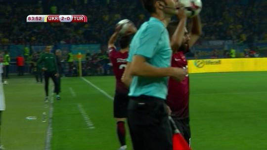 Com dois gols irregulares de Yarmolenko, Ucrânia vence a Turquia e lidera o Grupo I
