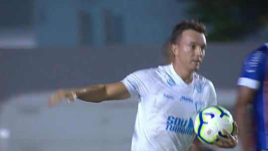 """Dagoberto faz seu primeiro gol pelo Londrina e rebate provocação de torcedor: """"Tenho cinco"""""""
