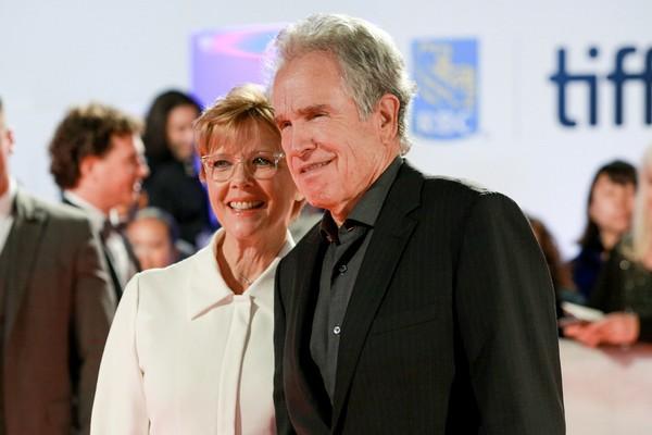 A atriz Annette Bening com o marido, o ator Warren Beatty (Foto: Getty Images)
