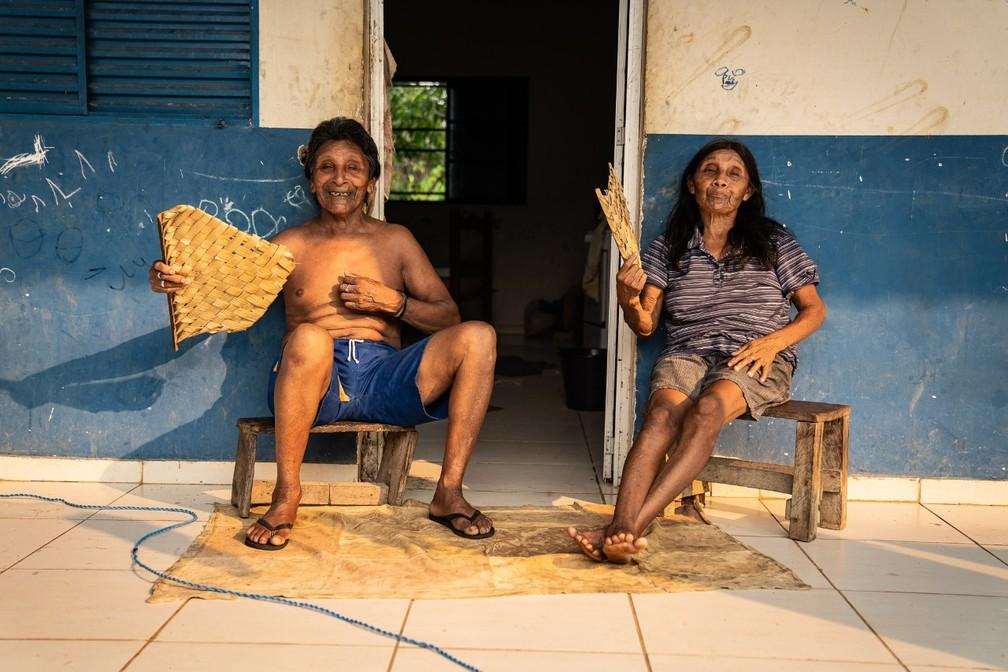 Aripã e Katica em terra indígena Karipuna, em Rondônia, em 2019 — Foto: Fabio Tito/G1