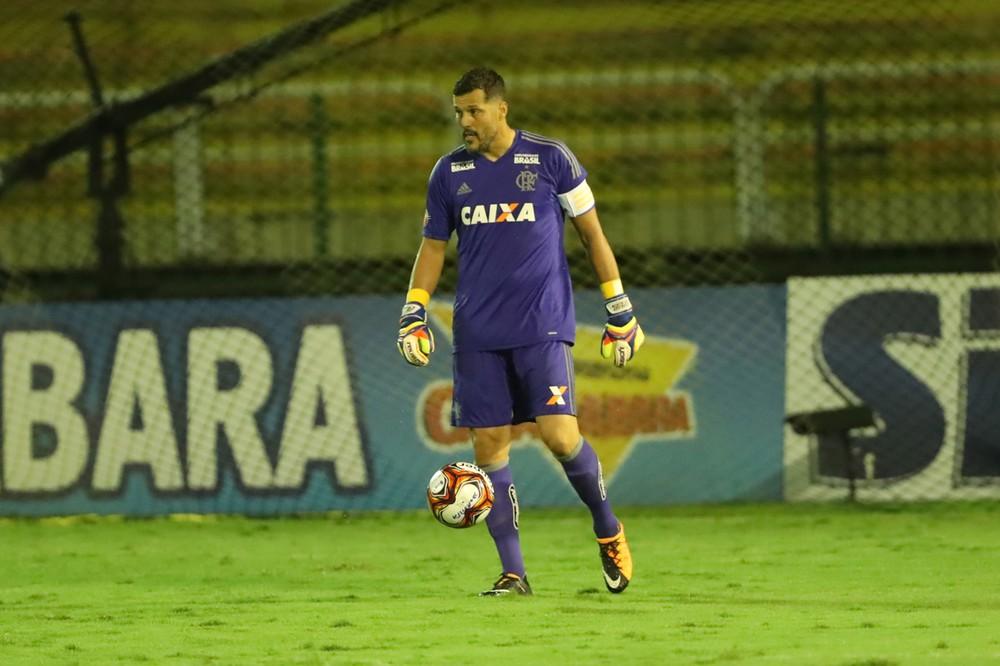 Flamengo confirma jogo de despedida do goleiro Julio César