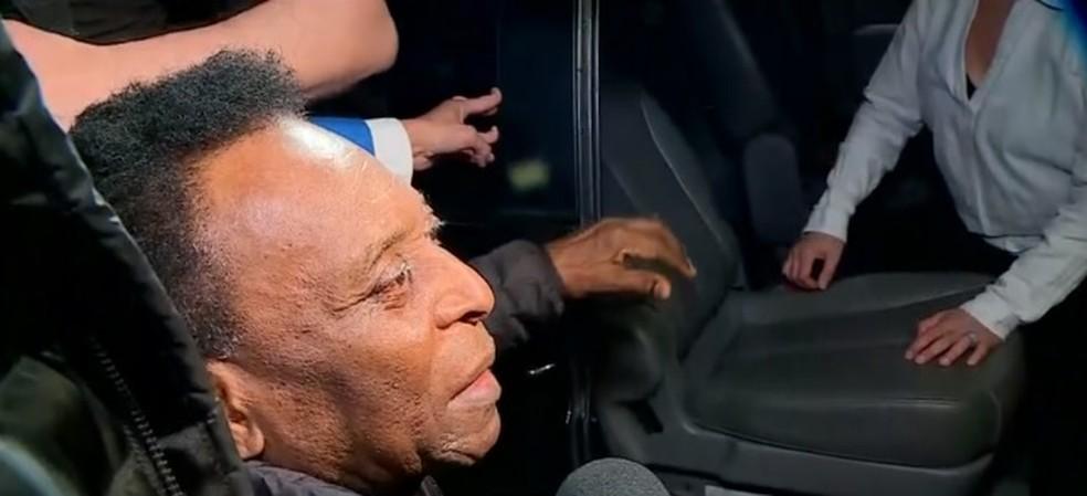 Pelé voltou ao Brasil na última terça e foi para o Einstein — Foto: Reprodução