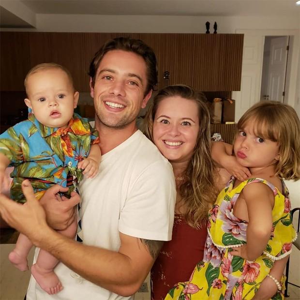 Rafael Cardoso, Mariana Bridi e os filhos, Aurora e Valentim (Foto: Reprodução / Instagram)