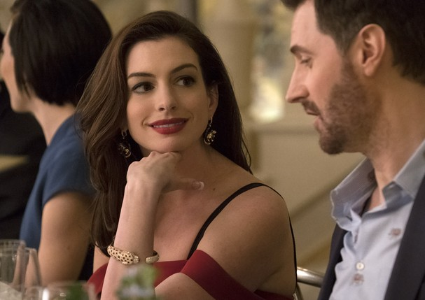 Ocean's 8: Anne Hathaway usa joias Cartier (Foto: Barry Wetcher © 2018 Warner Bros. Entertainment Inc.)
