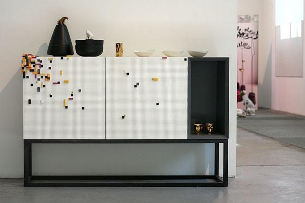 Nova linha de móveis pode ser decorada com Lego (Foto: Divulgação)