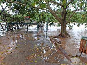 Rampa da Rua do Porto de Piracicaba fica alagada após chuvas  (Foto: Mateus Medeiros/Arquivo pessoal)
