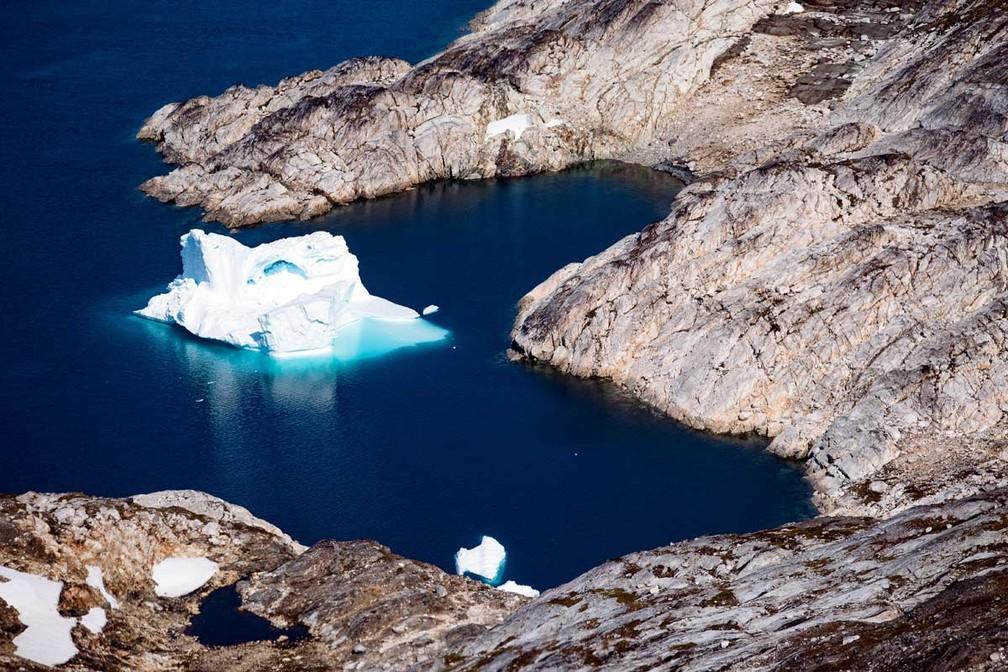 Foto de 15 de agosto de 2019 mostra um iceberg enquanto ele flutua ao longo da costa leste da Groenlândia perto de Kulusuk (também conhecido como Qulusuk).  — Foto: Jonathan Nackstrand/AFP