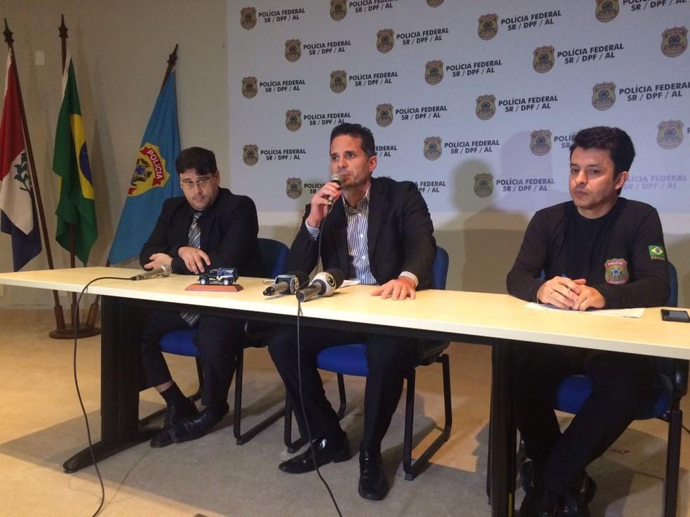 Delegados da Polícia Federal detalham operação que investiga desvios de R$ 6 milhões na prefeitura de Marechal Deodoro (Foto: Carolina Sanches/G1)