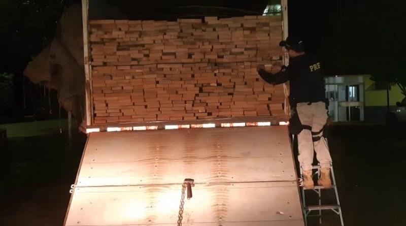 PRF apreende mais de 24m³ de madeira ilegal em Altamira, no Pará - Notícias - Plantão Diário