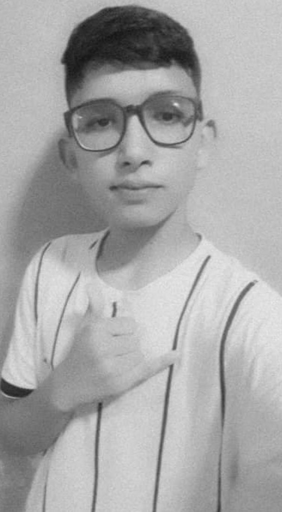 João Eric Gomes do Nascimento, de 14 anos, era aluno de uma escola de tempo integral em Sobral.  — Foto: Acervo Pessoal