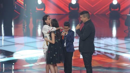 Joyce Mendes é escolhida pelo público no 'The Voice Kids', e Carlinhos Brown sofre na hora da sua decisão